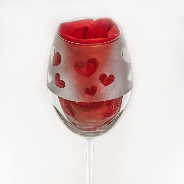 Reverse Etch Hearts lg Wine Glass - Personalisation available